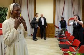 La religiosa que se graduó 'cum laude' en una universidad vaticana con una tesis sobre abusos sexuales de curas a monjas